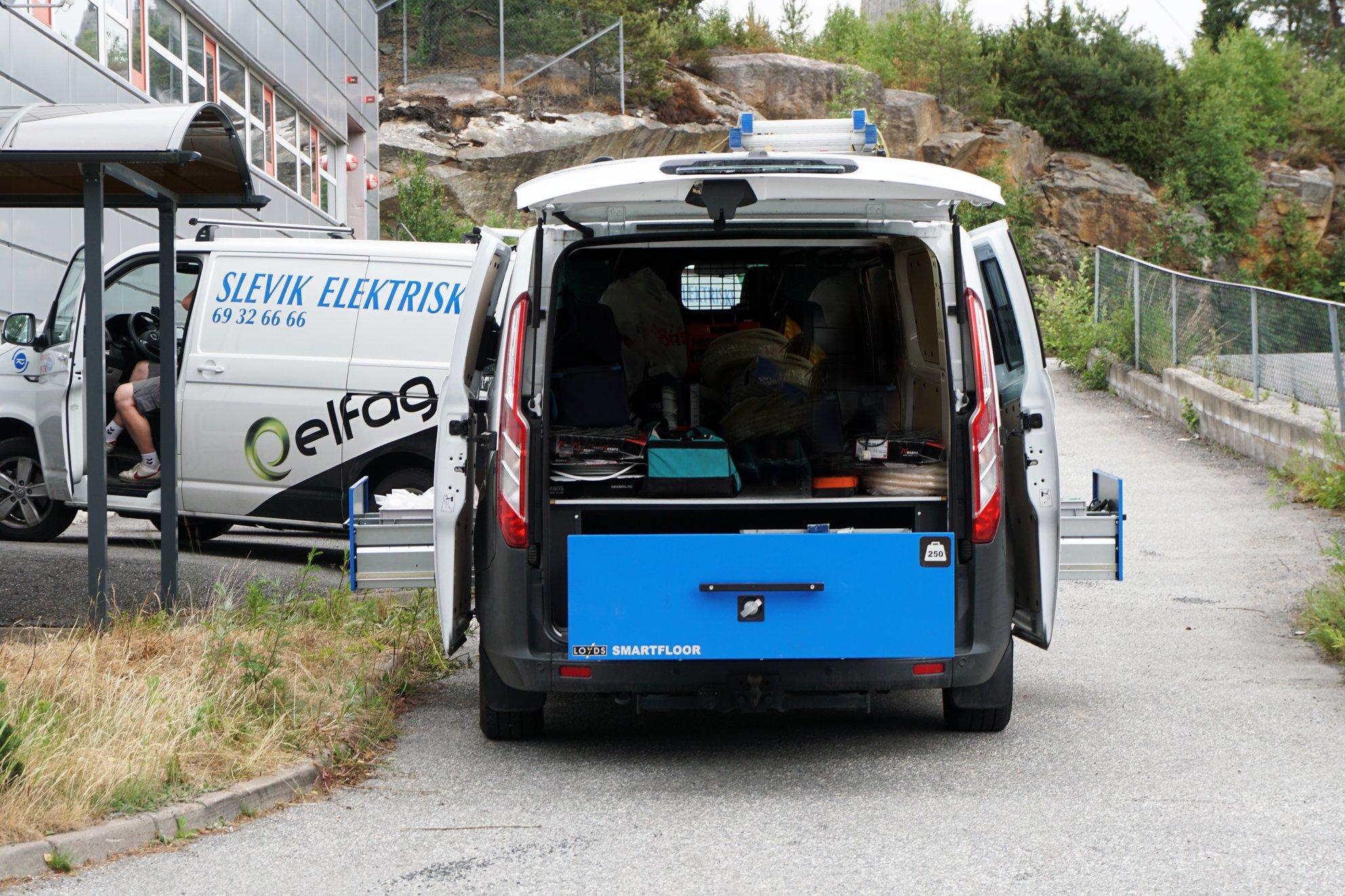 Foliering av Smartfloor inredning transportbil från Loyds