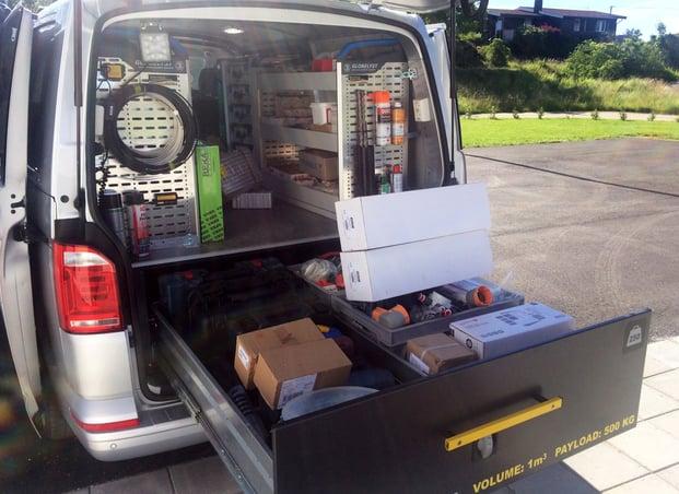 ryddig varerom riktig innredning verktøy og materiell last og volum arbeidsbil